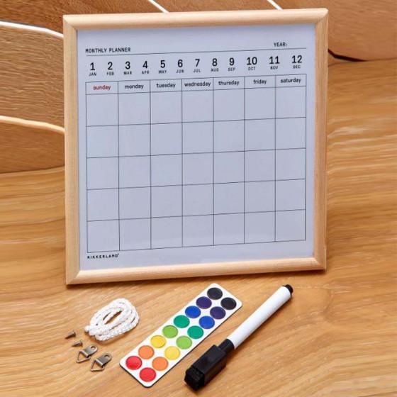 Tableau blanc avec planning mensuel effaçable à sec