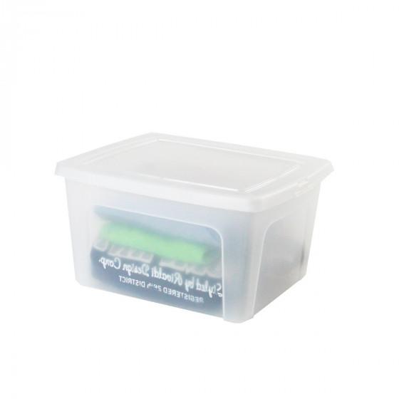 Boîte en plastique transparent avec couvercle. (M)